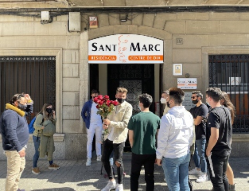 Alumnes de FP celebren una Diada emotiva i solidària en benefici de les persones grans del Centre de Dia  Sant Marc